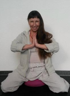 Monica-Elizabeth Sochor (Chemi Lobsang) Yogalehrerin Buddhas Yogalounge in Karlsruhe