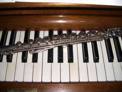 Flöte auf Klavier