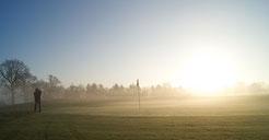 Sonnenaufgang auf dem KARSTEN LAKES Course - © Benedikt Behl