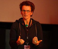 Micha Schöller, Sozialpädagogin und Traumatherapeutin berät bei Vergewaltigung und Missbrauch.