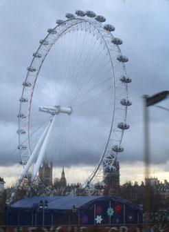 London Eye vom fahrenden Zug aus