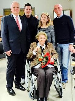V.l.n.r.: Bgm. Prim. Dr. Reinhard Resch, GR Thomas Jascha, SRin Margareta Deißenberger, DSAin Susanne Spillauer, Prof. Ewald Sacher. Foto: zVg