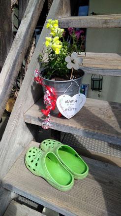 Blog - Die Treppe - Blumen und Schuhe