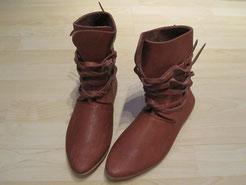 halbhohe wendegenähte Schuhe mit umlaufender Schnürung