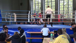 """Box-Ring Zürichsee/Horgen, mit seinem Boxer """"Hamzat"""""""