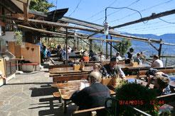 Ein schönes Gartenlokal mit herlichem Blick auf Meran und das Vinschgau