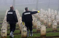 Les 576 stèles du carré musulman de Notre-Dame-de-Lorette ont été touchées. (Reuters)