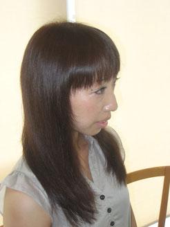 白髪染めを明るく楽しむ事は可能です。 カラー(白髪染め)&3Dカラーで¥8.000 トリートメント¥2.000を追加で更に色、長持ちUP、しっとりツヤツヤな仕上がりです。