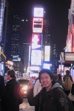 森田槙、初のNYタイムズスクエア