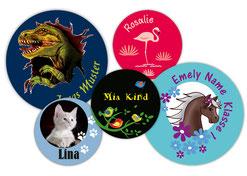 verschiedene runde Namensaufkleber für Kinder