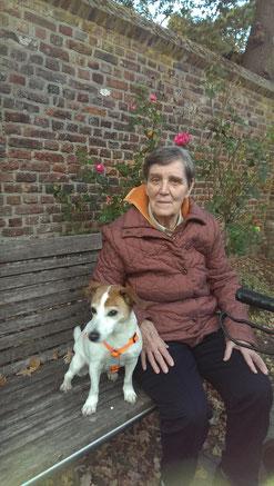 Cindy hat bei den Besuchen im Altenheim gelernt, das Menschen nicht per se schlecht sind und ist sehr viel entspannter im Umgang mit Fremden geworden.