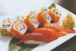 Sushi Rolls mit Thunfisch, Lachsfilet und California Roll