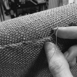 Challans-Couverture de fauteuil. Couture main à l'aiguille courbe, fil de lin et points cachés