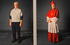 """""""Kleider machen Leute"""" - das Doppelporträt des ehemaligen Regensburger Bischofs Gerhard Ludwig Müller von der Fotografin Herlinde Koelbl."""