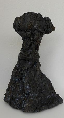 Kleid gecrasht, Ton bemalt, 24,5 cm