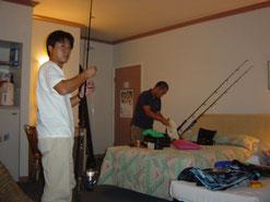 ホテルに着くなり明日の釣りの準備