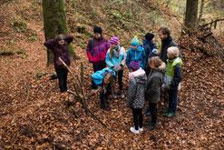 Schulklasse im Wald - Wildnisschule Habichtswald