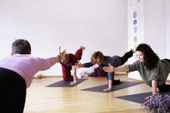 Yoga in der Gruppe, Yoga für alle, innere Balance, Schwangerenyoga, Rückbildungsyoga, Kundaliniyoga, Männeryoga, Kinderyoga