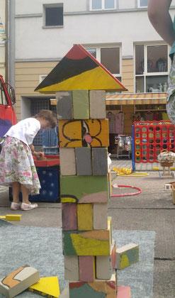 großes Holzpuzzel zum bauen und puzzeln