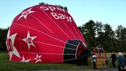 Nach der Fahrt, die Landung am Abend um 20:40 Uhr ist geglückt, der Ballon steht am Wegesrand in einer Wiese in Seidwitz, Nähe Creußen. © Copyright by Olaf Timm