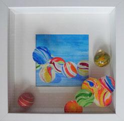 Murmeln (2014), Acryl auf Papier und hinter Glas mit Glasmurmeln 21,5x21,5cm