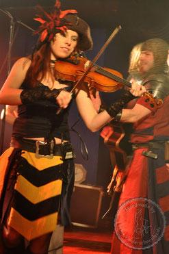 mittelalterliche Musikgruppen, Gewandung  Feuerschwanz