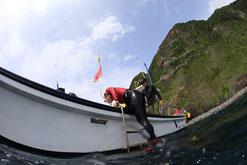 御蔵島のドルフィンスイム船とドルフィンスイマー,エキジット中