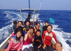 御蔵島のドルフィンスイム船とドルフィンスイマー