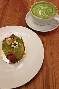 Matcha-Sesam-Törtchen im Cafe Komine