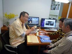 歯医者と患者が一緒に歯科根本治療をします