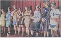 Auch musikalisch gut in Form: Der Kabarettungsdienst des Johannes-  Rau-Gymnasiums Foto: Gerhard Bartsch