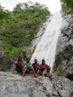 Mwalalo waterfall and guides