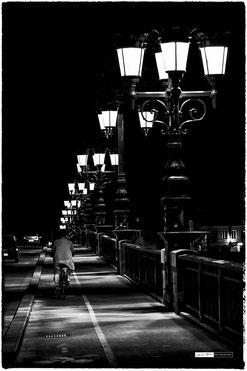 Le vélo sur le pont de pierre