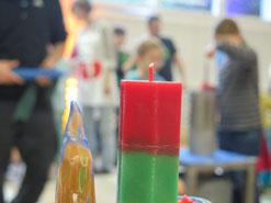 Verschiedenste Farben und Formen: Gegossene Kerzen aus Böju.