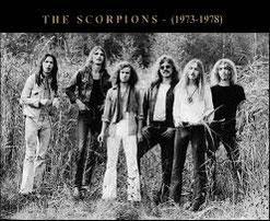 giovanissimi scorpions nella natura in bianco e nero