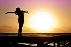 Nachdenkliche Frau, Frau die Nachdenkt, suche nach Lebensfreude, Coching von Frauen