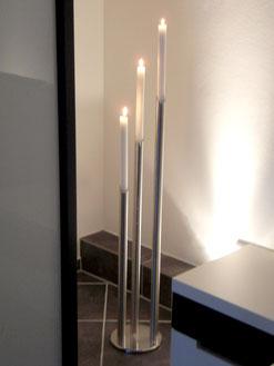 Hoher Kerzenständer, Dreier aus Edelstahl