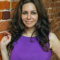 Нунэ Рохас - преподаватель гормональной йоги для женщин. Система YogaHormonal