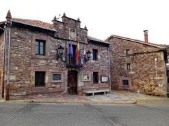 Fachada principal del ayuntamiento de Brañosera. Foto: © Jesús Mediavilla