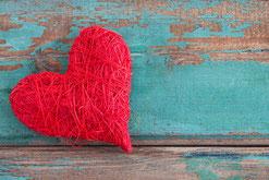 coeur rouge ficelé