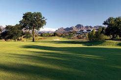 Loch 18 mit Blick auf das Clubhaus - © De Zalze Golf Club
