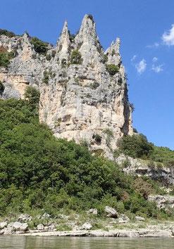 Le Rocher de la Cathédrale, un des rare point remarquable des Gorges de l'Ardèche.
