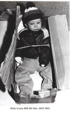 Найденного малыша усыновила немецкая семья. Кто его оставил вподъезде ипочему? Фото Bundesbehörde für die Staatssicherheitsunterlagen