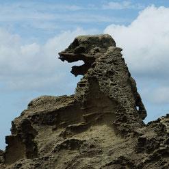 秋田県といえば、男鹿半島のゴジラ石…