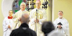 Festgottesdienst mit Pastor Rainer Hesse, Bischof Franz-Josef Overbeck und Pfr. Bernhard Lücking (Foto: WAZ)