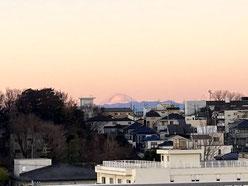 初日の出に浮かぶ富士山
