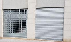 Puerta enrollable para comercio o garaje