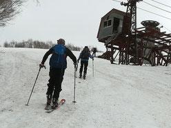 スキー場跡を登る