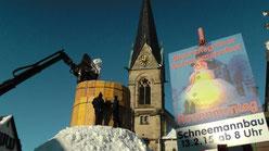 Rekord gebrochen Riesenschneemann Jakob steht seit Freitag 13.02.2015 im Naturpark Fichtelgebirge in Bischofsgrün auf dem Marktplatz und ist 12,65 Meter hoch sein Umfang beträgt 29,80 Meter man feiert sein 30 jähriges Jubiläum