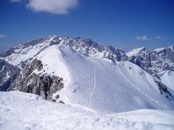geführte Skitouren bedürfen einer besonderen Planung und müssen all zu oft, kurzfristig durch hereinbrechende Wetterumschläge und einhergehender Erhöhung der Lawinenwarnstufen, abgesagt werden